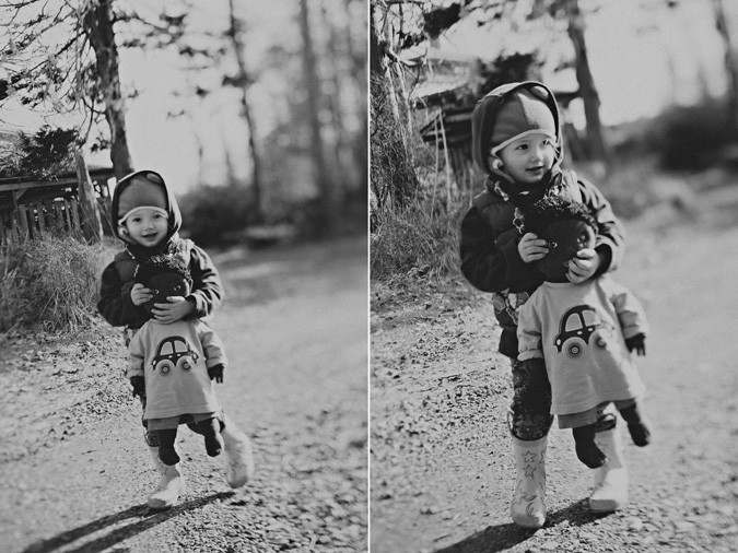 creative & candid photograph of young children on hornby island, vancouver island, bc (5)